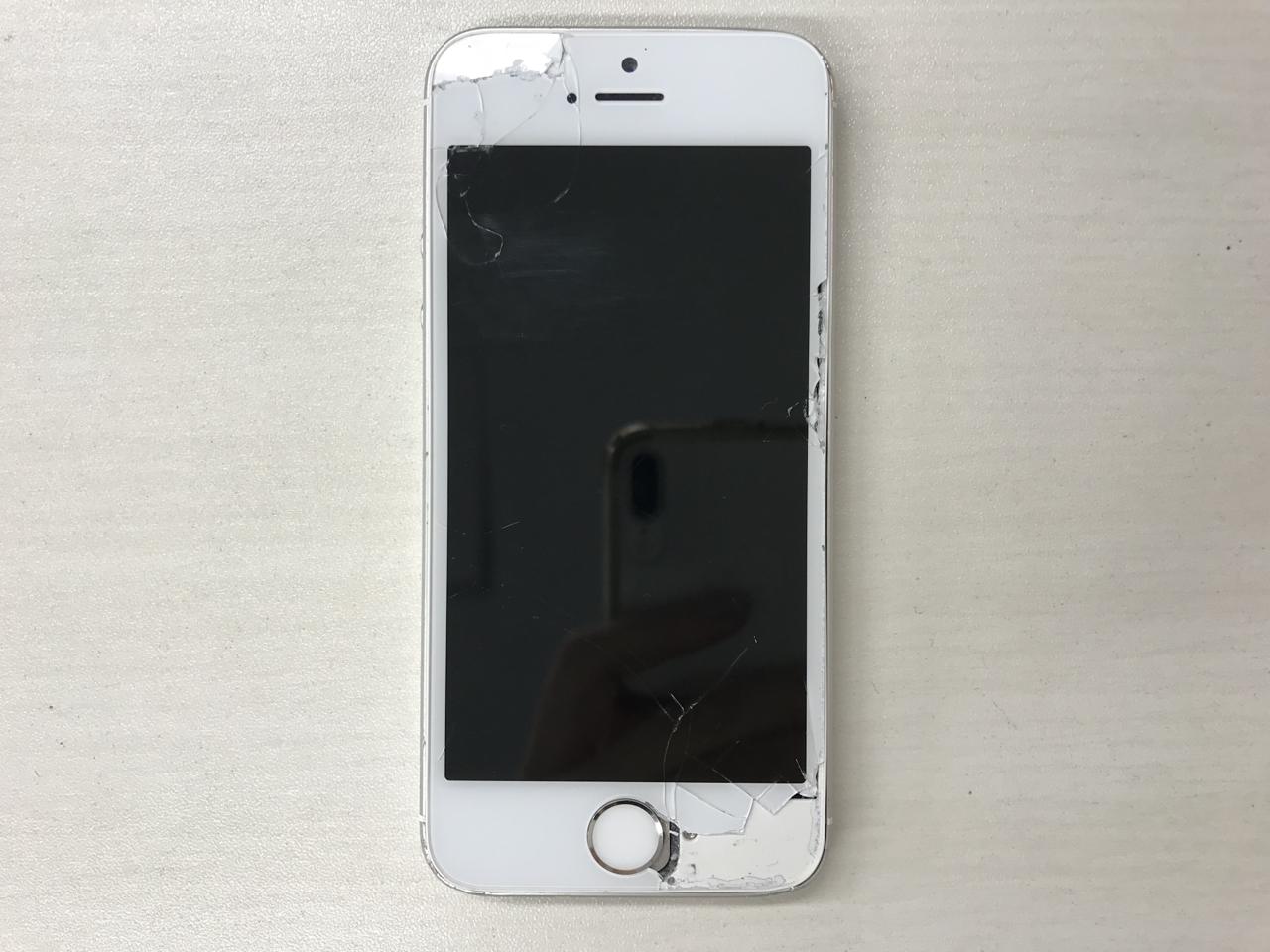 70b3c0f5-5e6e-4166-85f3-deb51068ae9d_1542424595_1536338334 割れが大きく広がったiPhone SE の画面交換です!